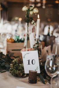 Konsultant ślubny planuje dodatki na wesele