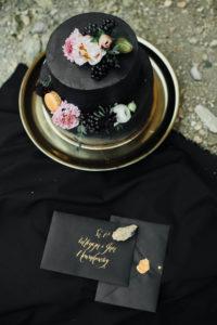 Tort na przyjęciu może być w każdym kolorze.